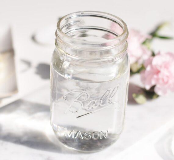 Haz tu propia agua micelar en casa con esta receta